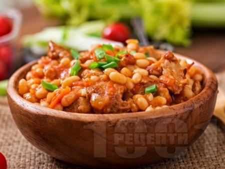 Яхния от боб със сушени люти чушки и домати - снимка на рецептата